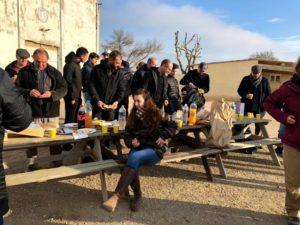 déjeuner à la manade des Baumelles